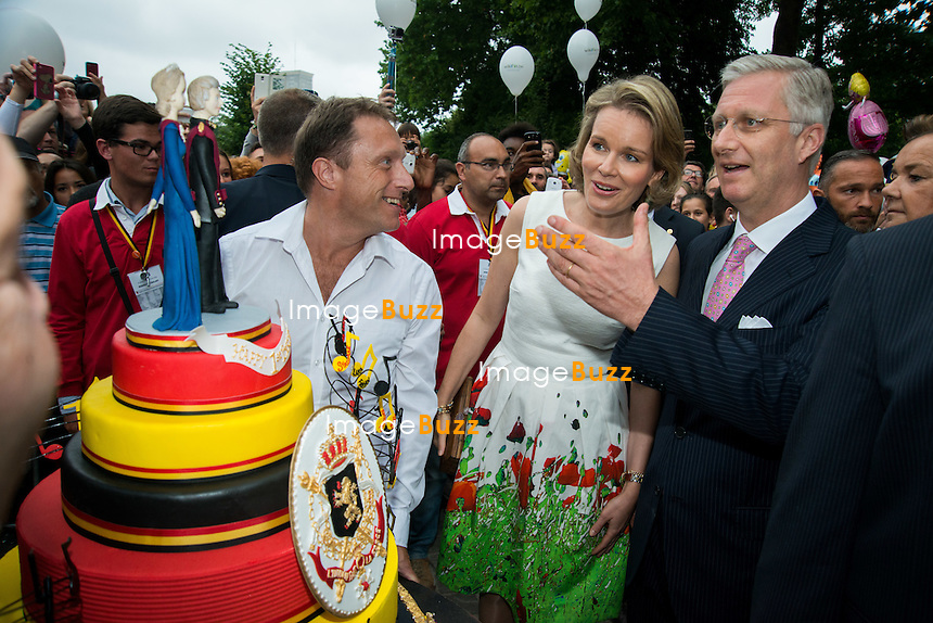 King Philippe of Belgium and Queen Mathilde of Belgium greet the people during a walk at the royal park on the occasion on Belgian National Day.<br /> Belgium, Brussels, July 21, 2014.<br /> Le roi Philippe et la reine Mathilde de Belgique rencontrent la population lors d'une visite dans le parc royal de Bruxelles, &agrave; l'occasion de la f&ecirc;te nationale belge.<br /> Belgique, Bruxelles, 21 juillet 2014.