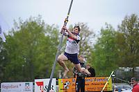 FIERLJEPPEN: JOURE: Accommodatie Koarte Ekers, Fierljepvereniging De Lege Wâlden Joure, 25-05-2013, Senioren Topklasse, Ysbrand Galama (#19), ©foto Martin de Jong