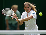 Tennis All England Championships Wimbledon Patty Schnyder (SUI) spielt eine Ruieckhand in ihrem Spiel gegen A. Serra Zanetti (ITA).