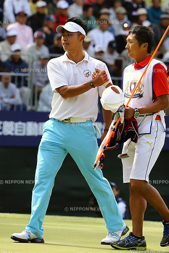 (L-R) Hideki Matsuyama (JPN),  Daisuke Shindo,<br /> JUNE 2, 2013 - Golf :<br /> Hideki Matsuyama of Japan celebrates with his caddie Daisuke Shindo on the 18th green after making his final putt to win the Diamond Cup Golf at Oarai Golf Club in Ibaraki, Japan. (Photo by Toshihiro Kitagawa/AFLO)