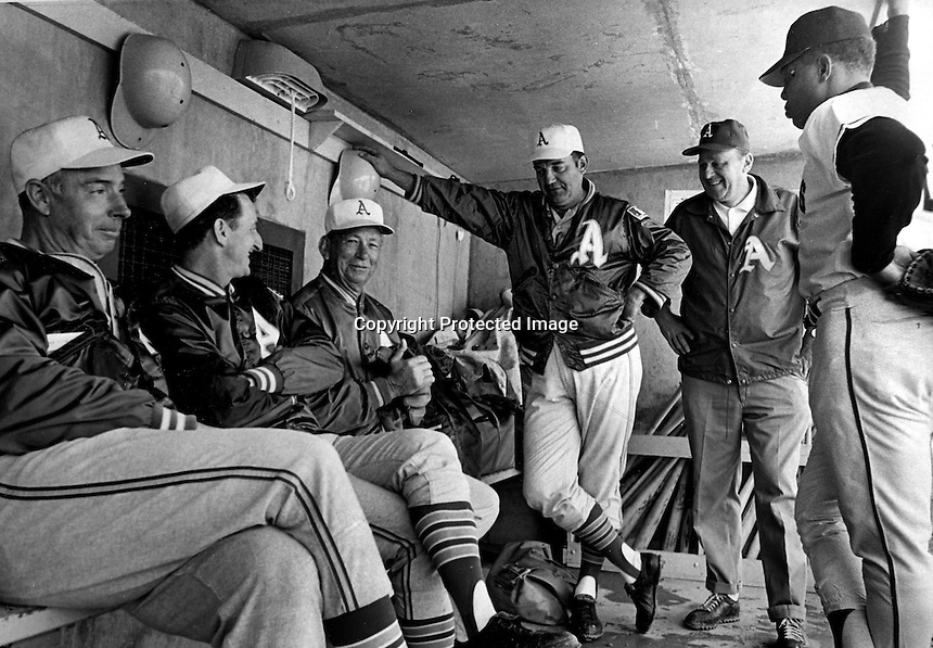 WILLIE & COACHES Willie Mays talking with a group of Oakland A's coaches, Joe DiMaggio, John McNamara,.Bill Posedel, Irv Noren, Frank Ciensczyk (equipment mgr.)(1969 photo by Ron Riesterer)