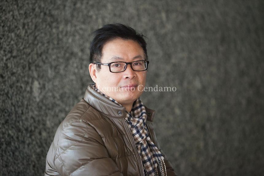 Jiang Benhu better known by his pen name Mai Jia, is a Chinese novelist. He also serves as the president of Zhejiang Writers Association and vice president. Jiang Benhu, maggiormente conosciuto con lo pseudonimo di Mai Jia, è uno scrittore cinese. Nato a Fuyang, nella provincia dello Zehjiang, ... Milano Noir Festivan dicembre 2016. © Leonardo Cendamo