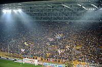 FUER SZ FREI, PAUSCHALE GEZAHLT!!! Fussball, 2. Bundesliga, Saison 2011/12, SG Dynamo Dresden - TSV 1860 Muenchen, Freitag (23.03.12), gluecksgas Stadion, Dresden. Dresdens Fans.