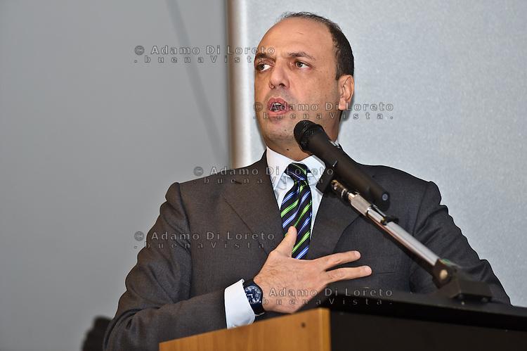 PESCARA (PE) 08/02/2013: ELEZIONI POLITICHE 2013, ANGELINO ALFANO INCONTRA I DIRIGENTI DEL PDL ABRUZZO A PESCARA PRESSO IL MUSEO DELLE GENTI. NELLA FOTO ANGELINO ALFANO.  FOTO ADAMO DI LORETO