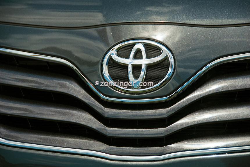 toyota auto front grill emblem symbol close up car. Black Bedroom Furniture Sets. Home Design Ideas