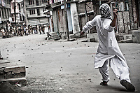 KASHMIR. THE CRIPPLED CROWN OF INDIA.