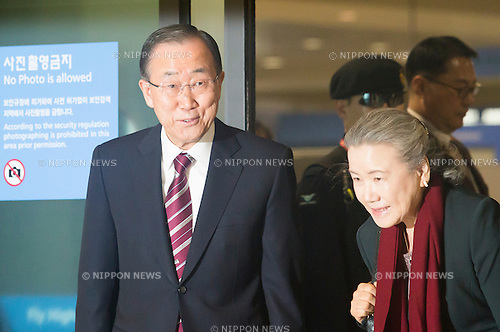 Ban Ki-Moon, Jan 12, 2017 : Former U.N. Secretary-General Ban Ki-moon (L) arrives in Incheon airport in Incheon, west of Seoul, South Korea. Ban, who is a former foreign minister of South Korea, finished his second five-year term as the U.N. Secretary-General at the end of last year. Ban is closely competing with Moon Jae-in of the opposition Democratic Party for the front runner position in opinion polls for the upcoming presidential election of South Korea. The election was originally scheduled for December this year but it could take place earlier if the Constitutional Court upholds the impeachment of President Park Geun-Hye. Park was impeached on December 9, 2016 over a corruption scandal centering on her longtime confidante Choi Soon-Sil. (Photo by Lee Jae-Won/AFLO) (SOUTH KOREA)