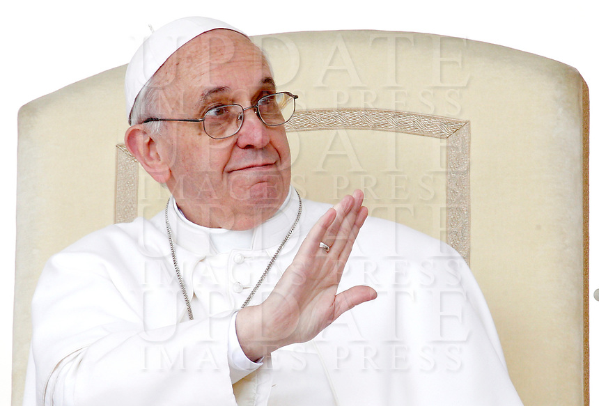 Papa Francesco durante l'udienza generale del mercoledi' in Piazza San Pietro, Citta' del Vaticano, 3 aprile 2013..Pope Francis gestures as he speaks during his weekly general audience in St. Peter's square at the Vatican, 3 April 2013..UPDATE IMAGES PRESS/Riccardo De Luca..STRICTLY ONLY FOR EDITORIAL USE