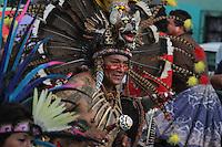 Querétaro, Qro. 13 Septiembre 2012.- Detalle de un participante de una Mesa de  Danzantes Chichimecas-Aztecas durante el tradicional desfile que da inicio a las fiestas de los Concheros de Queretaro.