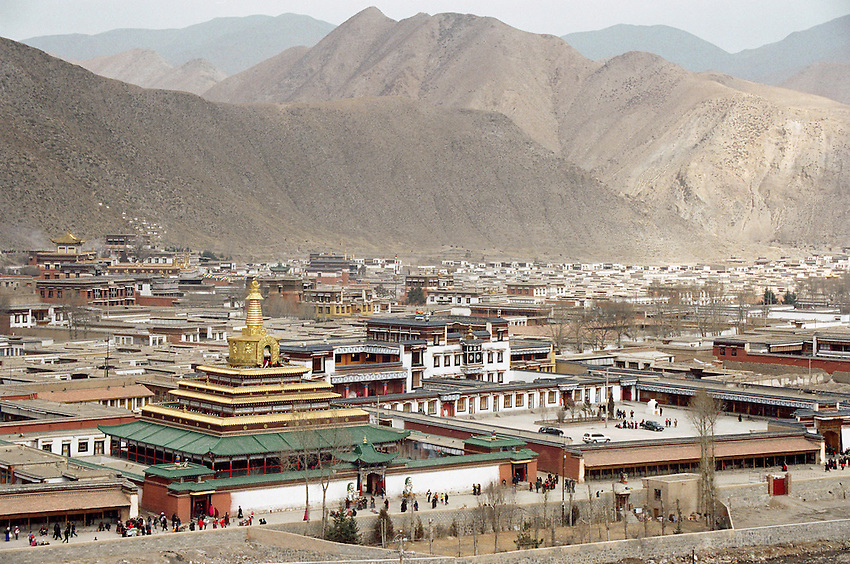 The monastery of Labrang in the mountains of Amdo founded in 1709 by Jamyang Shépa , from the Gelukpa order (Yelow hats). Xiahe (the chinese name of the town)is at 3000 m of altitude. Gansu province, China, 2007.