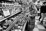 New York, New York City, USA, March 1970. French singer Sylvie Vartan doing groceries shopping in a market in New York City . At the time she was staying in the US recovering from injuries she sustained in a car accident.