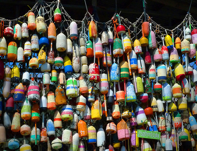 Display of floats for fishing nets