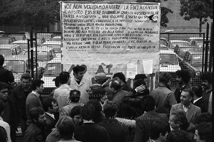 Ottobre 1980 Desio: presidio Autobianchi in difesa del posto di lavoro contro la chiusura della fabbrica<br /> October 1980 Desio: Autobianchi garrison in defense of the workplace against the closure of the factory