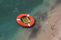 During the world Environment Day, environmentalist organizations and inhabitants of Cabo Pulmo threw into the sea a giant 15 meters diameter long lifesaver with the message: ?Salvemos Cabo Pulmo?. (Photo: Greenpeace / Prometeo Lucero)