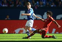 FUSSBALL   1. BUNDESLIGA  SAISON 2012/2013   4. Spieltag FC Schalke 04 - FC Bayern Muenchen      22.09.2012 Klaas Jan Huntelaar (li, FC Schalke 04) gegen Dante (FC Bayern Muenchen)