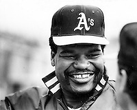 Oakland Athletics left fielder Dave Henderson .(1988 photo by Ron Riesterer)