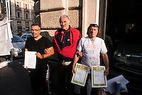 Roma 2 Ottobre 2010.Antonio Castoro,carabiniere, Giuseppe Picone, agente penitenziario, Agostino De Pasquale,carabiniere,durante lo sciopero della fame in via XX Settembre per chiedere giustizia e il reintegro alle loro funzioni