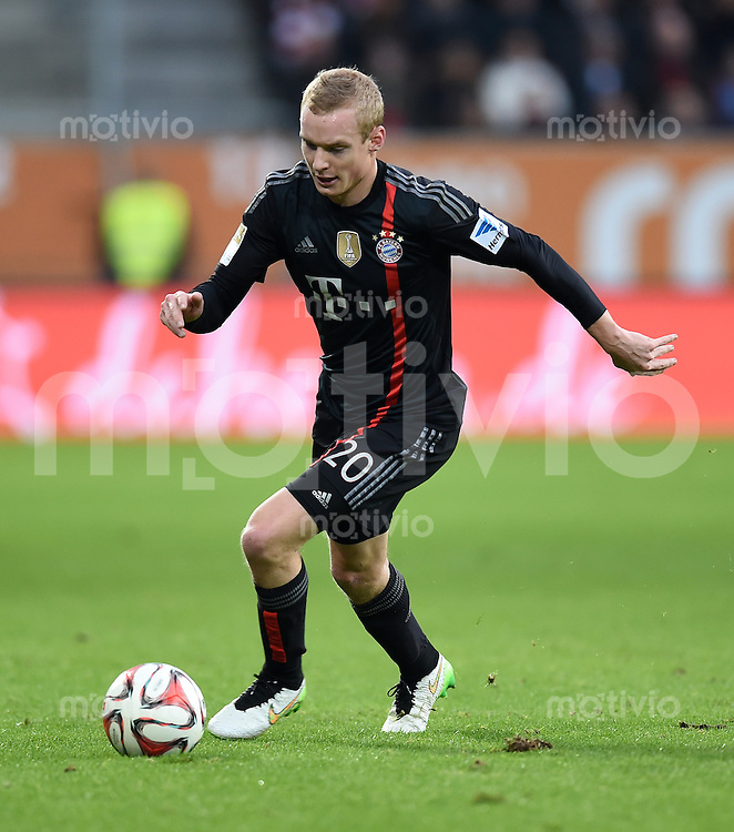Fussball  1. Bundesliga  Saison 2014/2015  15. Spieltag  FC Augsburg - FC Bayern Muenchen     13.12.2014 Sebastian Rode (FC Bayern Muenchen) am Ball