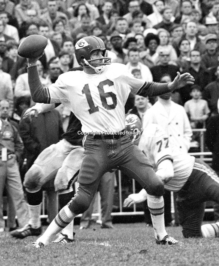 Kansas City quarterback Len Dawson against the Raiders. (1969 photo/Ron Riesterer)