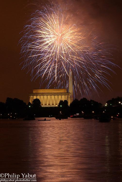 Fireworks light up DC on July 4, 2008.