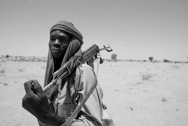 Sinet, Eastern Tchad, June 12, 2004.Abdullah, a Sudanese SLA fighter, is walking back to Sudan after bringing a group of refugees to safety across the Tchadian border.