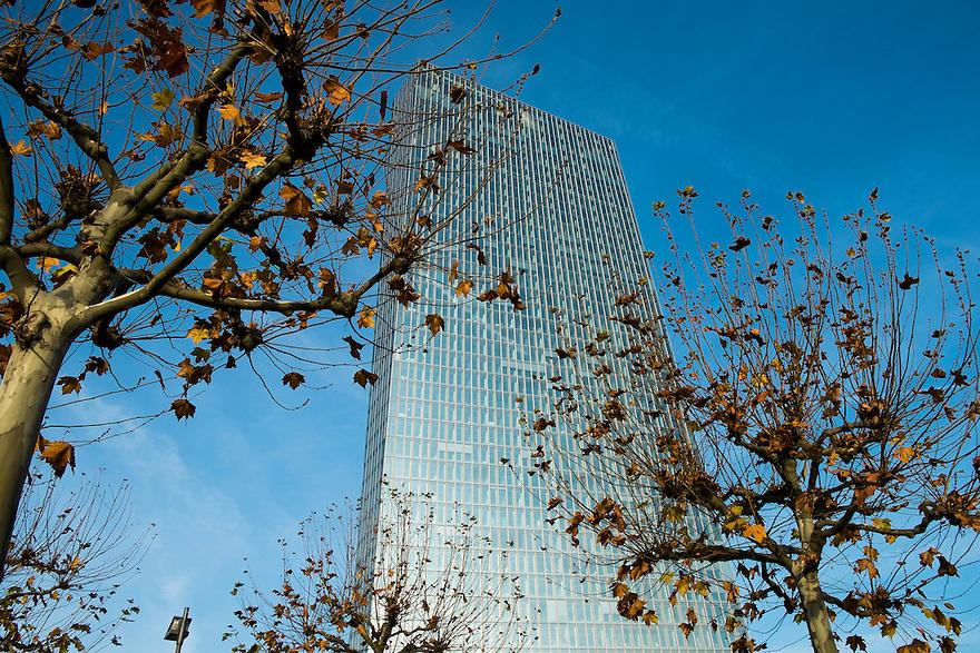 Duitsland, Frankfurt am Main, 23 nov 2014<br /> Het gebouw van de Europese Centrale Bank ECB aan de rivier de Main.<br /> Headquarters of the European Central Bank ECB<br /> <br /> Foto: (c) Michiel Wijnbergh