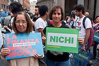 Roma, 11 Ottobre  2012.Campagna per le primarie Oppure Vendola..Sostenitori di Nichi Vendola al Pantheon