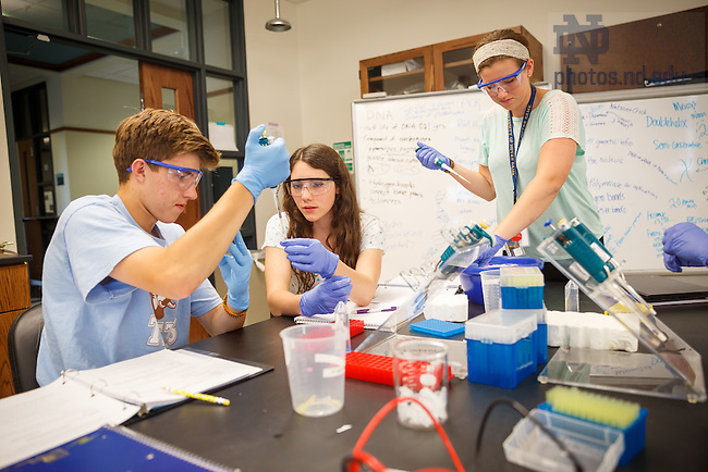 Jul. 3, 2015; Pre-College program visit Life Science Lab in Jordan Hall of Science (Photo by Peter Ringenberg/University of Notre Dame)