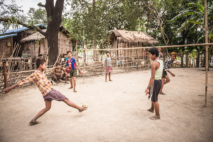 Chinlone (Caneball), the traditional sport of Myanmar (Burma) |  Matthew Williams-Ellis - PhotoShelter