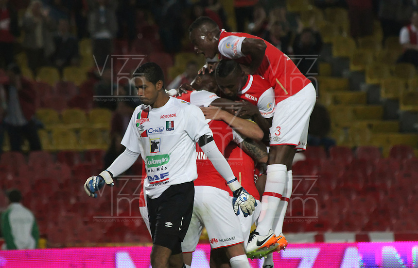 BOGOTÁ -COLOMBIA-28-MAYO-2016.Baldomero Perlaza de Santa Fe celebra su gol contra el Once Caldas  durante partido por la fecha 20 de Liga Águila I 2016 jugado en el estadio Nemesio Camacho El Campin de Bogotá./ Baldomero Perlaza of Santa Fe celebrates his goal  of Once Caldas  during the match for the date 20 of the Aguila League I 2016 played at Nemesio Camacho El Campin stadium in Bogota. Photo: VizzorImage / Felipe Caicedo / Staff