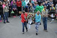 ALGEMEEN: JOURE: 04-05-2015, Dodenherdenking, Aanwezige jeugd tijdens de kranslegging in Park Heremastate, ©foto Martin de Jong