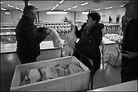 Europe/France/Midi-Pyrénées/32/Gers/Samatan: Le marché au gras - les éleveurs déballent leur marchandise