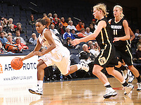 Virginia women's basketball player Ariana Moorer