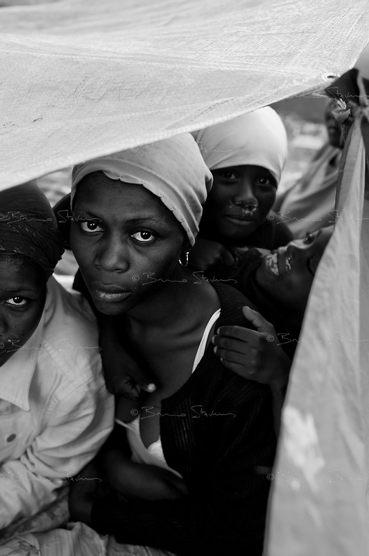 Port au Prince, Haiti, Jan 16 2010.Hundreds of thousands of IDP's are staying days and nights on the 'Champ de Mars', the very large public parc in front of the Palais National. Conditions of hygiene and ressources are extremely problematic as is the promiscuity.