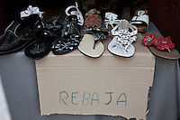 L'Avana, scarpe a prezzo scontato in un negozio improvvisato