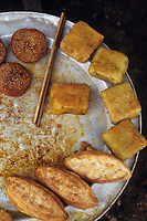 Asie/Vietnam/[env d'Halong]: détail de petits Gâteaux de riz gluant sur un marché