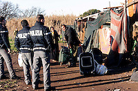 Roma 23 Gennaio 2009.Sgomberato da parte di agenti della polizia di Stato con l'ausilio di un reparto della Folgore  il campo  Rom  abitato da rom romeni  nel Parco di Villa de Sanctis adiacente al quartiere Casilino 23..Vacated Rom's camp from agents of the Police of State with the aid of a department of Folgore and the Urban Officers the situated unauthorized installations in the Parco di Villa de Sanctis adiacente al quartiere Casilino 23