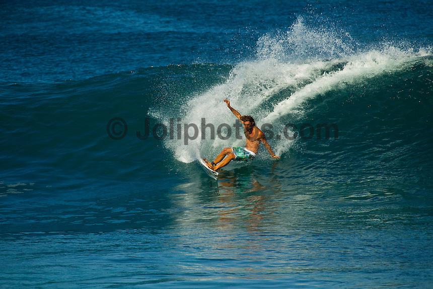 PIPELINE, Oahu/Hawaii (Wednesday, December 15, 2010) -David Rastovich (AUS) surfing Off The Wall..Photo: joliphotos.com