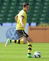 FUSSBALL   DFB POKAL   SAISON 2012/2013   1. Hauptrunde FC Oberneuland - Borussia Dortmund            18.08.2012 Robert Lewandowski (Borussia Dortmund) Einzelaktion am Ball