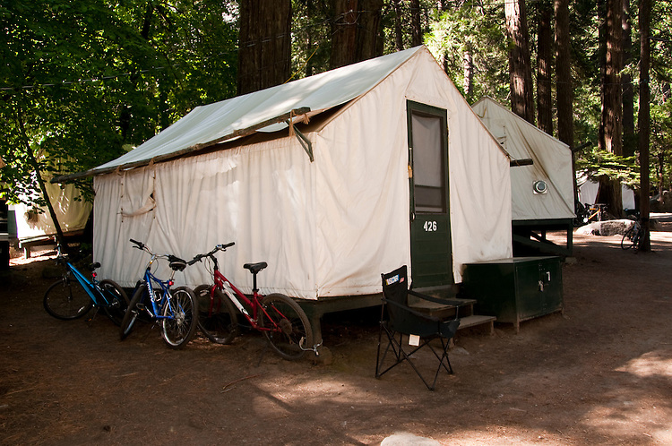 Tent cabin curry village yosemite valley pines for Yosemite park camping cabins