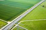 Nederland, Gemeente Bemmel, Het Meer, 08-06-2006; Betuweroute loopt dwars door het landelijk gebied ten Zuiden van Angeren, direkt ten Oosten van Bemmel (tussen Arnhem en Nijmegen), linksboven nog net zichtbaar riviertje de Linge; weiland, gras, verkaveling, kavels, rationalisatie landbouw, abstract landschap, de hoogspanningsleidingen maken deel uit van het landelijk koppelnet; hoogspanningsmast, elektriciteit, bovenleiding, rails, ballastbed, geluidsscherm, hinderwet, milieu, transport, infrastructuur, verkeer en vervoer, goederen spoorlijn, mobiliteit, planologie; zie ook andere (lucht)foto's van deze lokatie (Kraaienstraat deel van de serie Panorama Nederland luchtfoto (toeslag aerial photo (additional fee required .foto Siebe Swart / photo Siebe Swart
