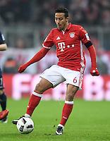 Fussball  1. Bundesliga  Saison 2016/2017  16. Spieltag  FC Bayern Muenchen - RB Leipzig        21.12.2016 Thiago Alcantara (FC Bayern Muenchen)