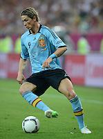 FUSSBALL  EUROPAMEISTERSCHAFT 2012   VORRUNDE Kroatien - Spanien                 18.06.2012 Fernando Torres (Spanien) Einzelaktion am Ball