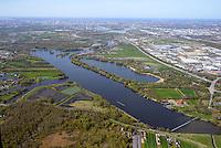 Wassersportzentrum Hamburg: EUROPA, DEUTSCHLAND, HAMBURG 20.04.2015: Das Wassersportzentrum Hamburg-Allermoehe ist eine in den Zusammenfluss von Dove Elbe und Gose Elbe gebaute Anlage fuer den Ruder- und Kanusport in Hamburg. Sie verf&uuml;gt &uuml;ber eine 2.000 Meter lange Regattastrecke, die fuer internationale Wettbewerbe geeignet ist.<br /> Am Rande der Regattastrecke liegt am Allermoeher Deich 34 das Landesleistungszentrum Rudern und Kanurennsport, das dem Olympiastuetzpunkt Hamburg-Kiel zugeordnet ist.