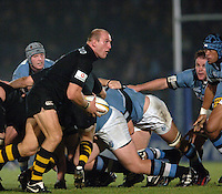 2005/06 Powergen Cup, London Wasps vs Cardiff Blues,  Lawrence Dallaglio, run the ball from the back of the scrum.  Causeway Stadium, Wycome, ENGLAND, 07.10.2005   © Peter Spurrier/Intersport Images - email images@intersport-images..   [Mandatory Credit, Peter Spurier/ Intersport Images].