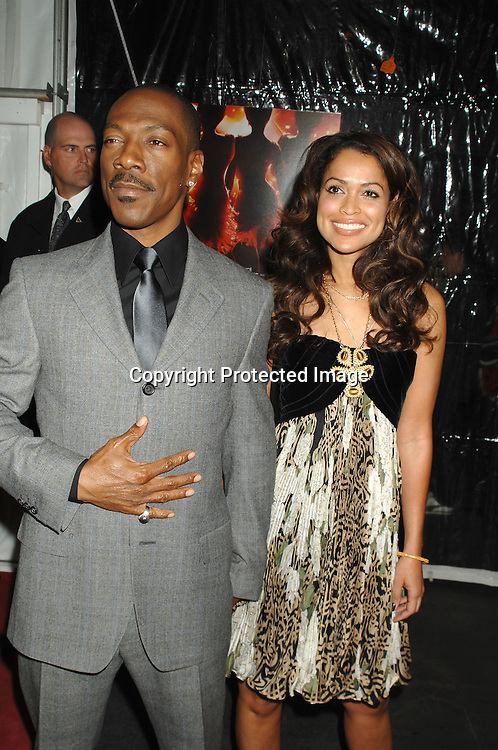 """Eddie Murphy and Tracy Edmonds..arriving at The World Premier of """"Dreamgirls"""" on ..December 4, 2006 at The Ziegfeld Theatre in New York, ..Roibn Platzer, Twin Images"""