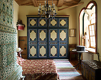 Perestoronin hand-painted the wardrobe in his bedroom which is heated by a ceramic tiled stove