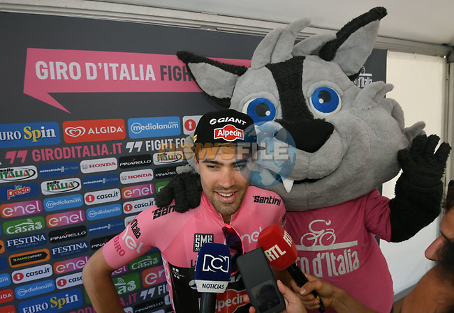 Race leader Tom Dumoulin (NED) Team Giant-Alpecin with Giro mascot Wolfie at sign on before the start of Stage 3 of the 2016 Giro d'Italia running 190km from Nijmegen to Arnhem, The Nethrerlands. 8th May 2016.<br /> Picture: ANSA/Alessandro Di Meo | Newsfile<br /> <br /> <br /> All photos usage must carry mandatory copyright credit (&copy; Newsfile | ANSA/Alessandro Di Meo)
