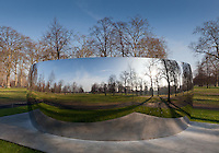 Anish Kapoor, C-Curve in Kensington Gardens