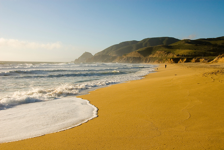 Montara Beach,.San Mateo Coast of California, south of San Francisco.  Photo copyright Lee Foster, 510-549-2202, lee@fostertravel.com, www.fostertravel.com. Photo 401-31241
